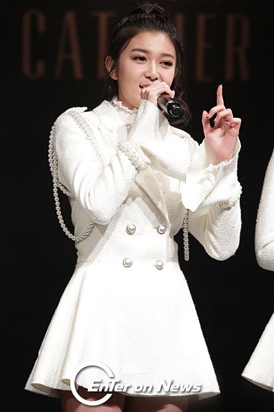 [ON포토] 드림캐쳐 다미, 액션 있는 무대 인사