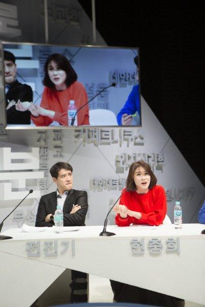 '신인류의 백분토론' 공연사진. 사진=한국문예예술위원회 제공
