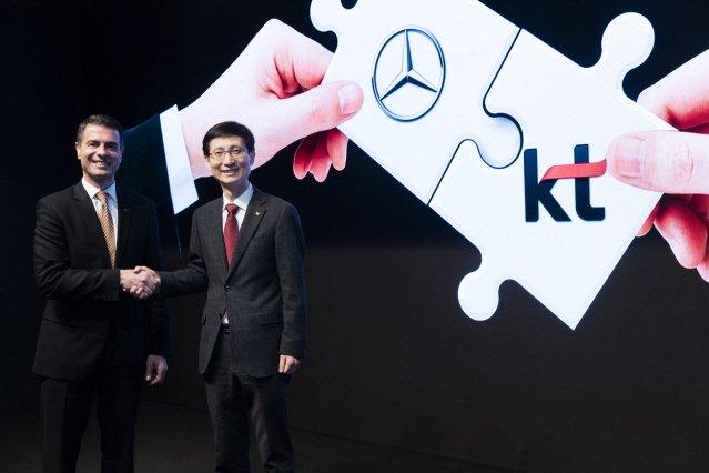 메르세데스-벤츠, KT와 손잡고 커넥티드 카 서비스…SKT와 손잡은 BMW에 '맞불'