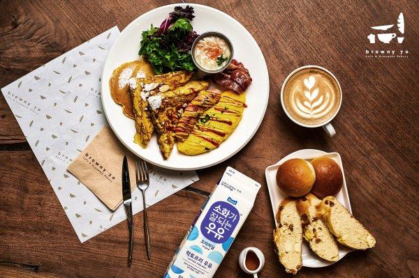 매일유업이 베이커리 카페 '브라우니70'과 협업을 통해 우유가 들어가는 모든 커피·음료에 '소화가 잘되는 우유'를 옵션으로 제공하며, '모카번' '소보로'를 비롯해 '소화가 잘되는 우유'를 넣어 만든 총 10가지 종류의 빵을 선보였다. 사진=매일유업 제공