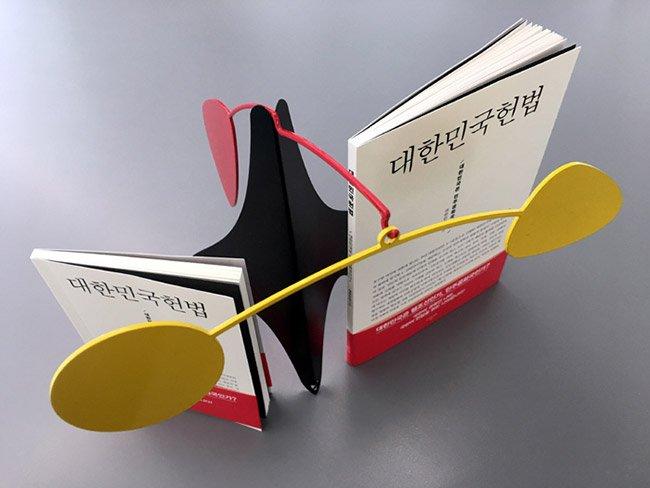[안중찬의 書三讀] <대한민국 헌법> 죽은 헌법의 사회? 깨어 있는 시민의 헌법읽기