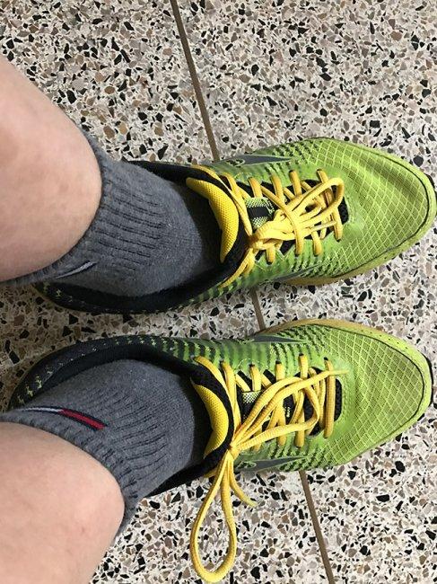 신발끈을 왼쪽과 같이 하면 신발끈이 풀리는 것을 예방할 수 있다
