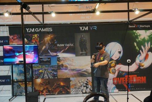 VR 엑스포 와이제이엠게임즈 부스에서 선보이고 있는 VR게임 오버턴