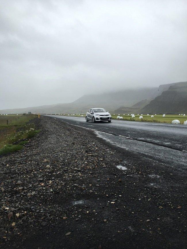 아이슬란드 도로 풍경,  단색을 골라 촬영한 경우 2016년 7월