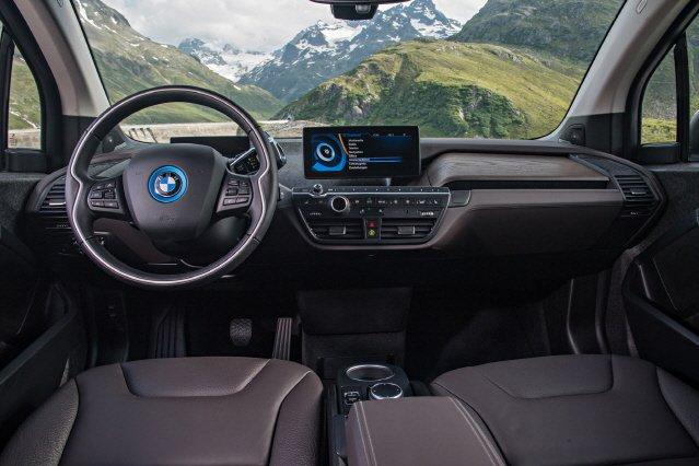 BMW, 주행거리 200㎞로 늘어난 i3 내놓는다