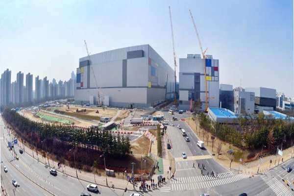 Scene of initial construction of 7-nano facilities at Samsung Electronics' 17 Line in Hwasung