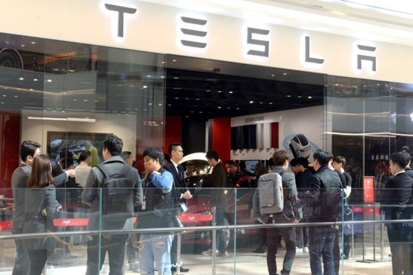 Picture of First Tesla showroom that was opened at Starfield Hanam.  Staff Reporter Park, Jiho | jihopress@etnews.com