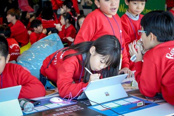 한국MS가 학생 대상으로 클라우드 기반 오피스 365(Office 365)를 무상배포 행사를 진행한다.