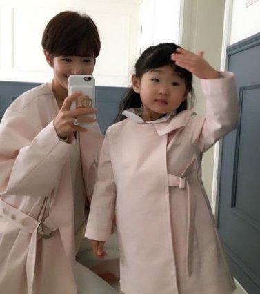 서지영 딸과 함께 커플룩 '자매같은 모녀의 핑크빛 일상'