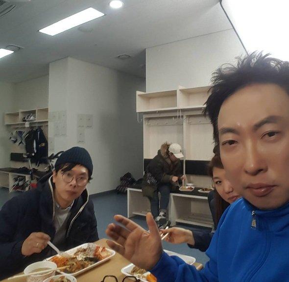 """'무한도전' 박명수, 김태호 PD와 점심샷 """"언제나 스텝들과 함께, 스타의 하루"""""""