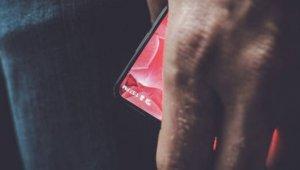 '안드로이드의 아버지', 스마트폰 티저 이미지 공개