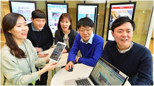 手机交易额度达到业界第一位的GS电视购物职员正在进行手机企划会议(图片来源:韩国《电子新闻》)