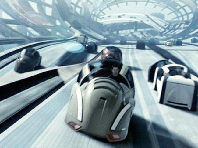 그림1. 영화 '마이너리티 리포트'에서는 일상화된 자율주행자동차의 모습을 선보였었다. 그 시대의 도래가 얼마 남지 않은 느낌이다.