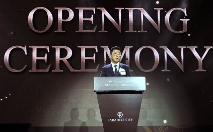 복합리조트 `파라다이스시티(PARADISE CITY)`가 4월 20일 공식 개장했다. 이날 열린 파라다이스시티 오프닝 세레모니에서 전필립 파라다이스그룹 회장이 환영사를 하고 있다. 사진=파라다이스그룹 제공
