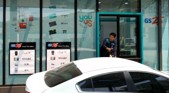 GS리테일이 운영하는 편의점 GS25는 지난 22일 경남 창원시에 드라이브 스루 점포를 오픈했다고 24일 밝혔다. GS25 창원불모산점 모습. 사진=GS25 제공