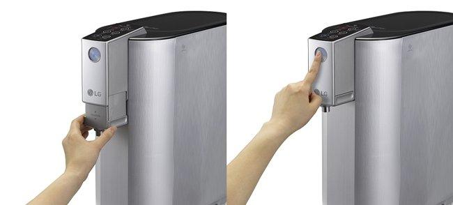 사용의 편리함과 안정성이 결합한 업다운(왼쪽) 탭과 전면부에 설치된 취수버튼(오른쪽)