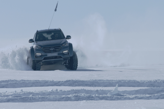 남극에서 싼타페 차량의 실제 주행 장면