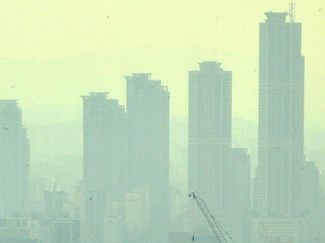 주말동안 중국은 한반도 10배 면적 황사 피해