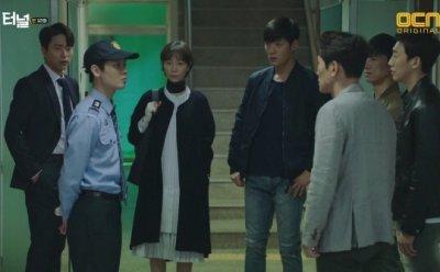 [ET-ENT 드라마] '터널'(12) 사건의 격발, 연쇄 살인 사건을 재개하게 만든 트리거