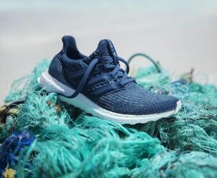 스포츠 브랜드 '아디다스가 몰디브 해안에서 정화 작업을 통해 수거한 해양 플라스틱 폐기물을 활용해 제작한 러닝화 '울트라 부스트 팔리(사진)'와 '울트라 부스트 언케이즈드 팔리'를 출시했다. 사진=아디다스 제공