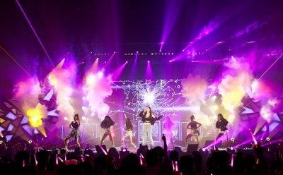 [ET-ENT 스테이지] '태연 솔로 콘서트-페르소나'(2) 조명 속으로 빨려 들어간 태연, 공중에서 만든 환상적인 놀라움
