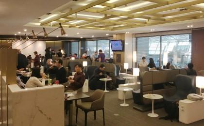 인천공항 '1시간의 행복' 프로모션이 정식으로 시작된 지난 15일 인천공항 허브라운지에서 새벽시간 환승객들이 라운지 무료 이용권을 통해 휴식을 즐기고 있다. 사진=인천국제공항공사 제공