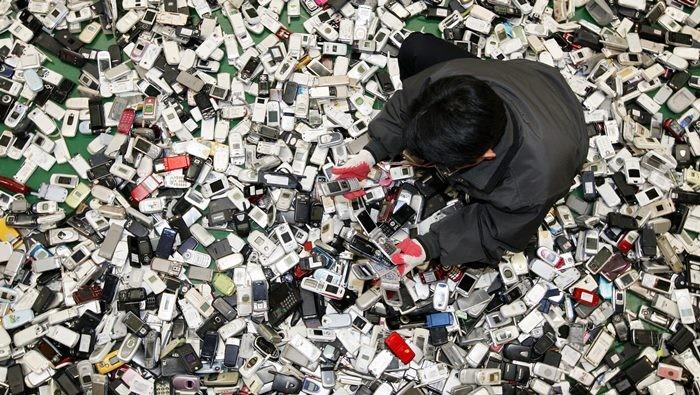 中 매년 버려지는 휴대폰이 무려 10억대?