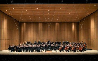 [ET-ENT 클래식] '라디오 프랑스 필하모닉 오케스트라 내한공연'(2) 이색적인 움직임이 인상적인 지휘자 미코 프랑크