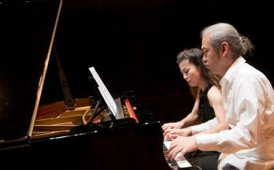 포핸즈 피아노로 태어난 '로미오와 줄리엣', 듀오  비비드(박종훈, 치하루 아이자와)의 감성으로