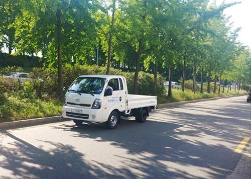 "Power Plaza研发的起亚汽车""BONGO3""改造型电动卡车(图片来源:韩国《电子新闻》)"