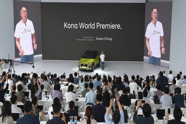 Vice-Chairman Chung Eui-sun of Hyundai Motor Company is introducing 'KONA' at 'Hyundai Motor Studio Goyang' on the 13th.