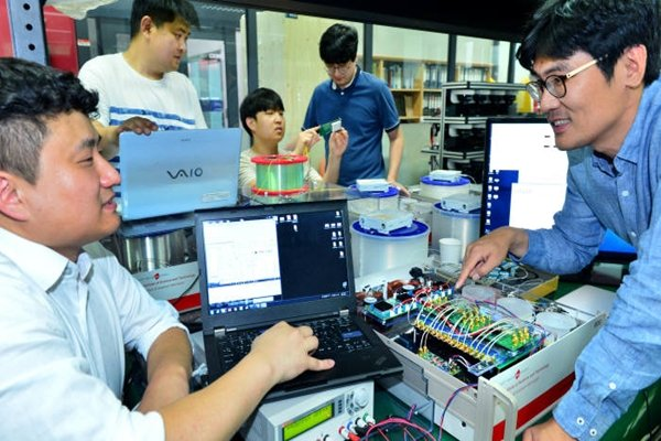 KT and KIST are going to establish quantum communication application research center at Korea Advanced Nano Fab Center in Suwon.  Researchers from KIST's Quantum Information Research Group are working to commercialize quantum technologies.  Staff Reporter Yoon, Sunghyeok | shyoon@etnews.com