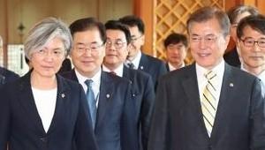 文, 강경화 외교부 장관 임명… 野, 국회 일정 제동 등 '초강경 대응'