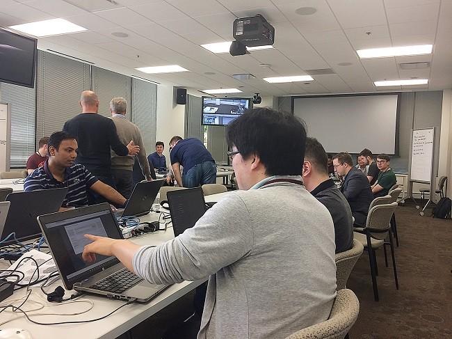 지난 5월 미국 피츠버그에서 개최된 OMA TestFest 서버 부문 상호운용성 테스트 현장. MDS테크놀로지의 NeoIDM은 이 테스트에 참가한 기업 중 최우수 평가를 받았다.