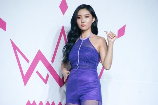 [포토] 마마무 화사, '마마무 시크 아이콘의 근거있는 자신감'(미니앨범 'purple' 쇼케이스)
