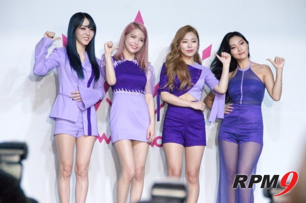 22일 오후 4시 서울 홍대 무브홀에서는 마마무의 다섯 번째 미니앨범 'purple(퍼플)' 발매기념 쇼케이스가 열렸다. 마마무 멤버들이 단체촬영을 하고 있다. (사진=박동선 기자)