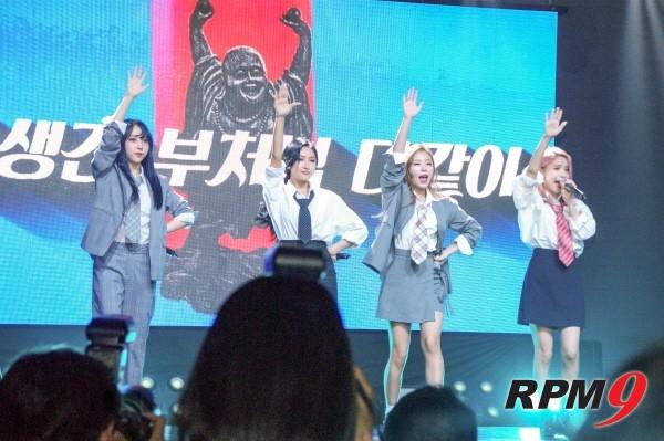 22일 오후 4시 서울 홍대 무브홀에서는 마마무의 다섯 번째 미니앨범 'purple(퍼플)' 발매기념 쇼케이스가 열렸다. 수록곡 '아재개그' 무대장면. (사진=박동선 기자)