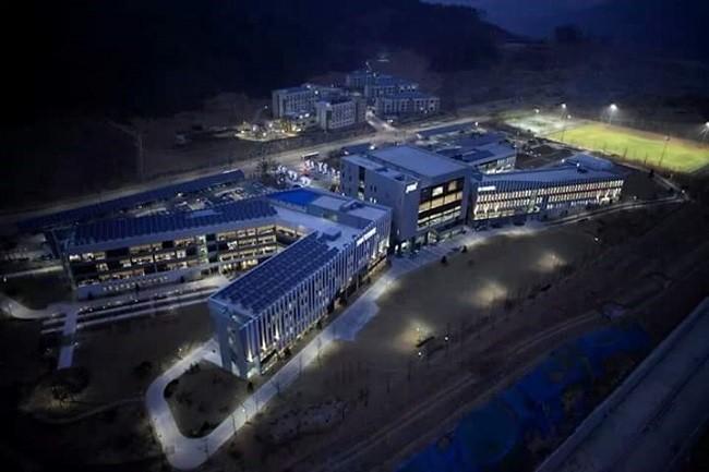한국개발연구원 (KDI의 야경사진 (사진자료제공:서덕원, 설계 건원건축+경암건축)