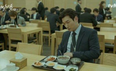 [ET-ENT 드라마] '비밀의 숲'(6-1) 밥을 잘 먹지 못하는 조승우, '공간 낭비'라는 단어 하나로 어필하는 작가