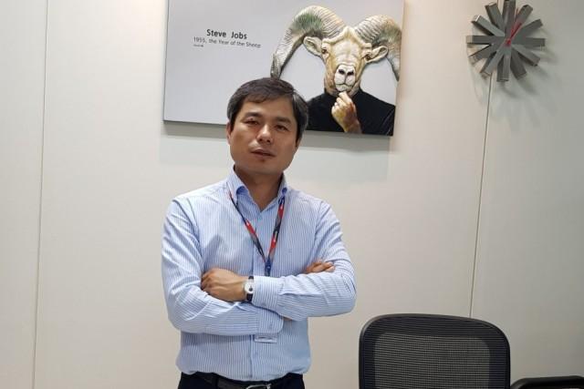 원용선 명인이노 대표는 용산전자상가에서 장사를 하면서 연매출 400억 규모의 회사를 일군 자수성가형 CEO이다.