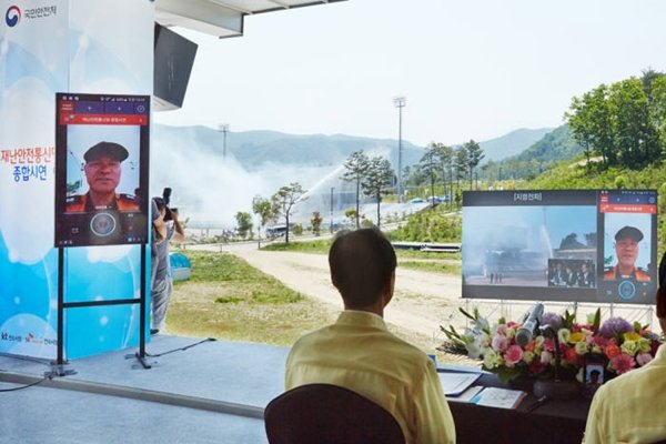 South Korean Government is going to establish PS-LTE in Pyeongchang, Gangneung, and Jeongseon, where 2018 Pyeongchang Winter Olympics is going to be held, and take a first step towards commercialization of PS-LTE.  South Korean Government agreed to industries' wishes that it cannot lose opportunities to introduce South Korea's PS-LTE technologies to the world.  Picture of demonstration of PS-LTE that took place in Alpensia Resort in May of last year.