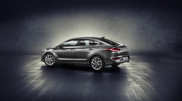 현대차, 고성능 'N' 첫 차 'i30 N'과 스포츠 모델 'i30 패스트백' 공개