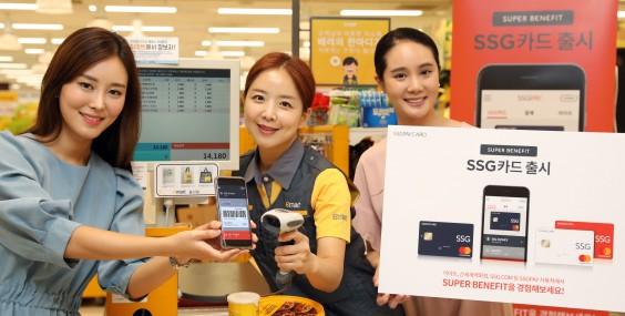 유통업계 최초 간편결제 서비스인 SSG페이를 선보인 신세계아이앤씨가 신용카드에 SSG 브랜드를 입힌 PB(자체브랜드, Private Brand)로 'SSG카드'를 20일 출시했다. 신세계아이앤씨 제공