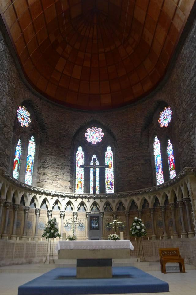 딩글타운 마리아 성당 내부