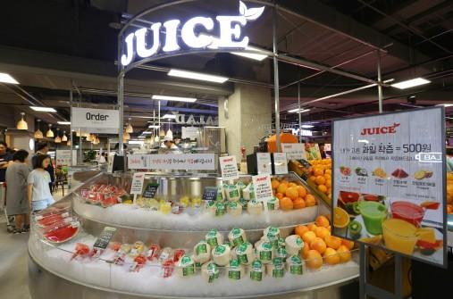 롯데마트 서초점 지하 2층의 '주스 스테이션(Juice station)' 사진=롯데마트 제공