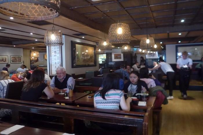 대형 일식당