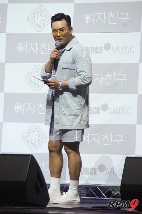 [포토] MC 딩동 '갓자친구에겐 역시 갓딩동!'(여자친구 패러렐 쇼케이스)