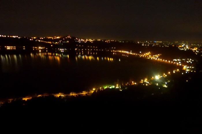호숫가 야경