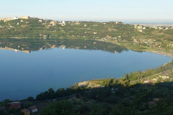 호텔객실 테라스에서 보는 호수풍경