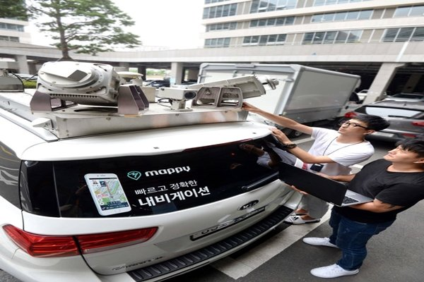 Hyundai Motor Company is currently working on HD Map with margin of error of less than 10cm.  Picture of data-collecting vehicle equipped with accurate radar and LiDAR.  Staff Reporter Park, Jiho | jihopress@etnews.com